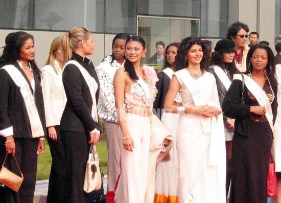 Lauranza Doliman Miss World Guadeloupe 2003-16