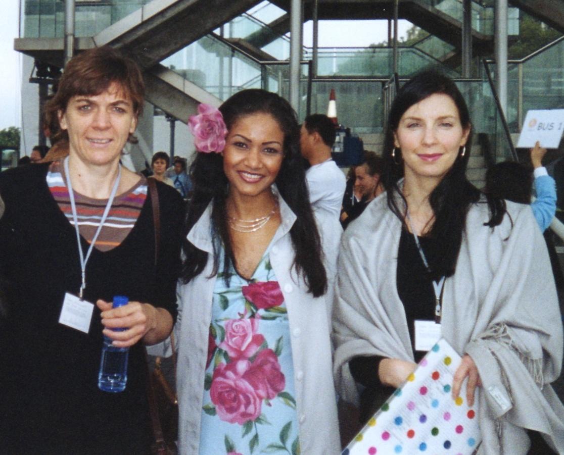 Chaperonner par ces adorables femmes au coeur généreux à Miss World 2003